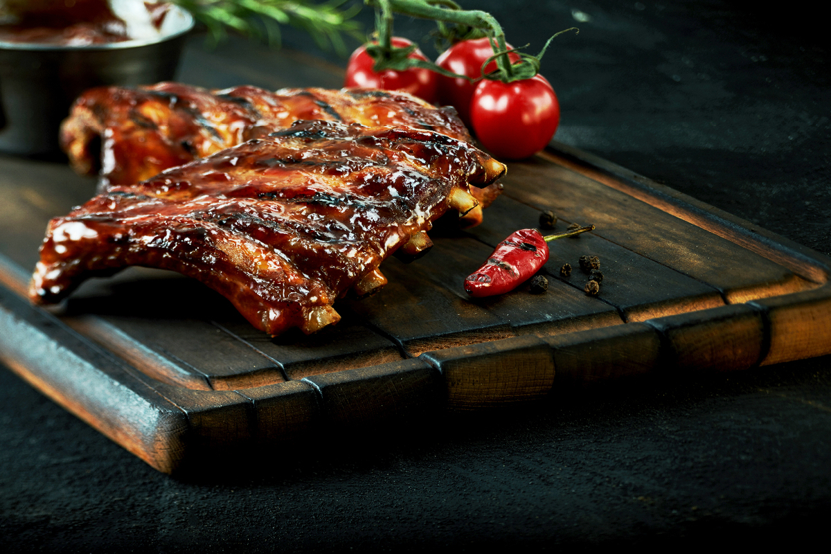 Cooked ribs with tomato